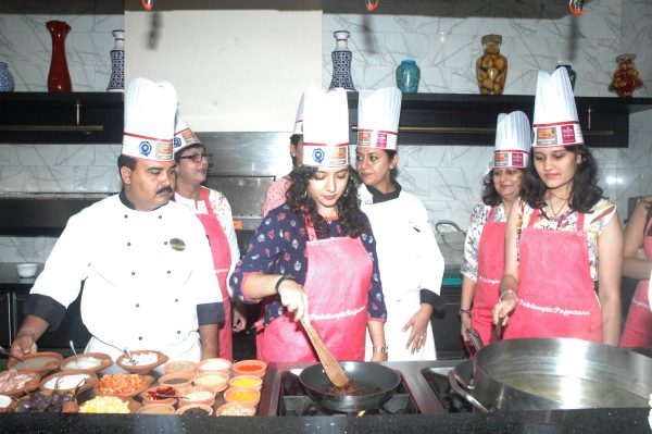 Bloggers testing their culinary skills with the ITC Rajputana Chefs