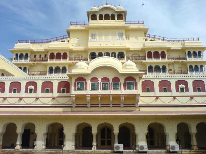 city-palace-best-places-to-visit-in-jaipur