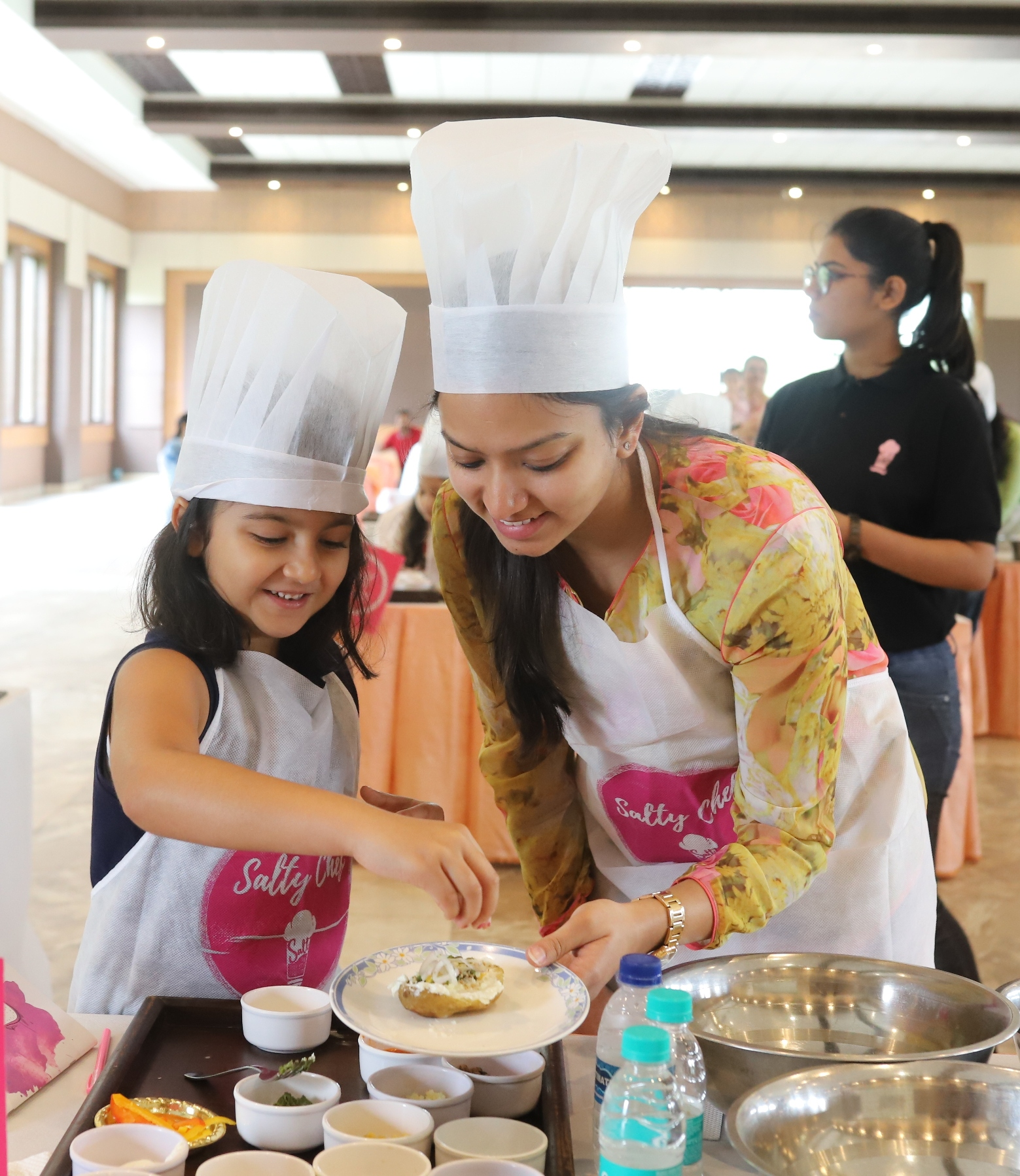 Mothers and Children Bond over Cookery in 'Mommy & Me' Workshop