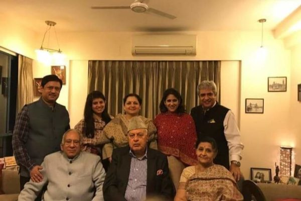 Dr Farooq Abdullah (in the centre) with the Wanchoo family